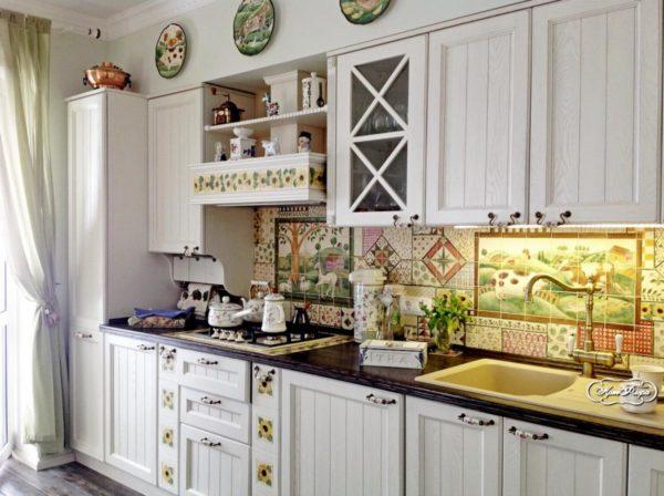 Узорчатая плитка на кухне - когда стоит выбрать