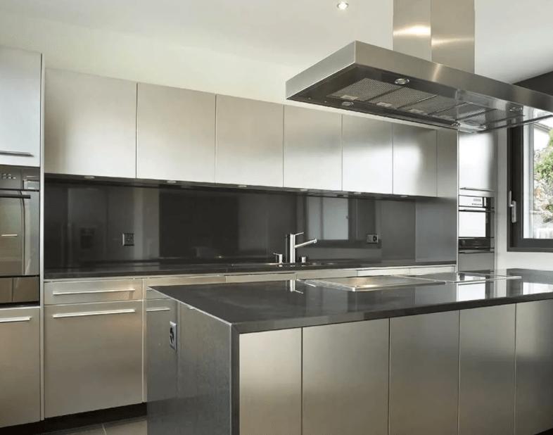 Современный дизайн кухни в стиле хай тек 2021