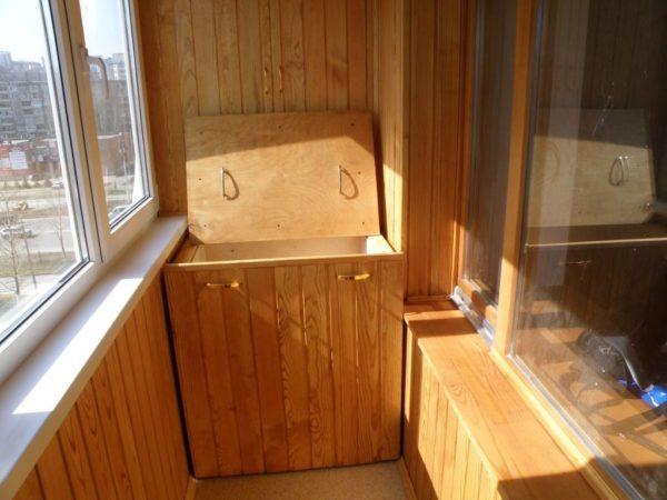 Как создать дополнительное пространство для хранения на балконе