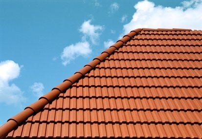 Покрытая черепицей крыша