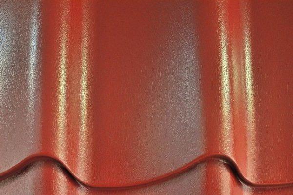 Покрытая пластизолом металлочерепица не подходит для южных регионов, так как на солнце быстро приходит в негодность
