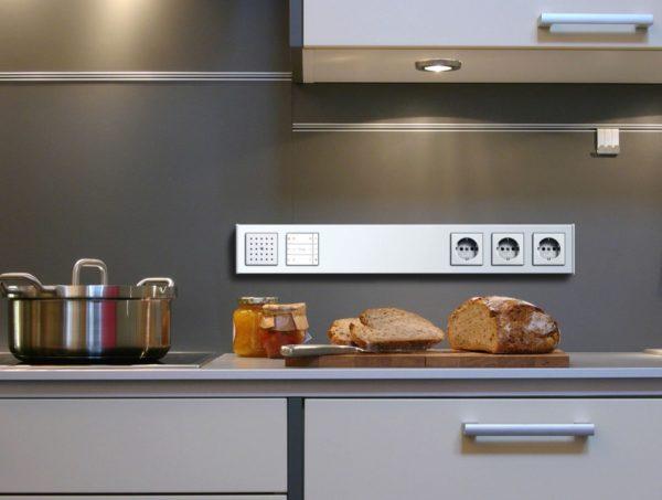 Как удобно расположить розетки на кухне
