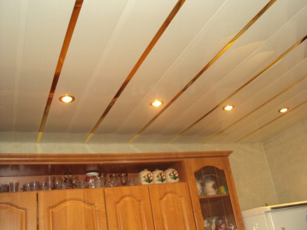 Что такое реечный потолок в в чем его недостатки