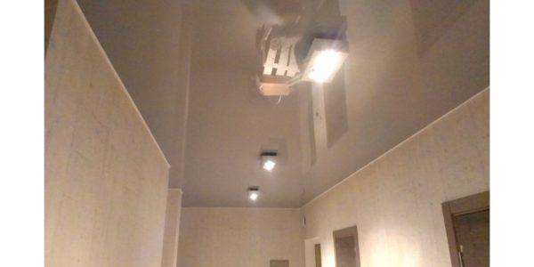 Какой натяжной потолок выбрать для коридора