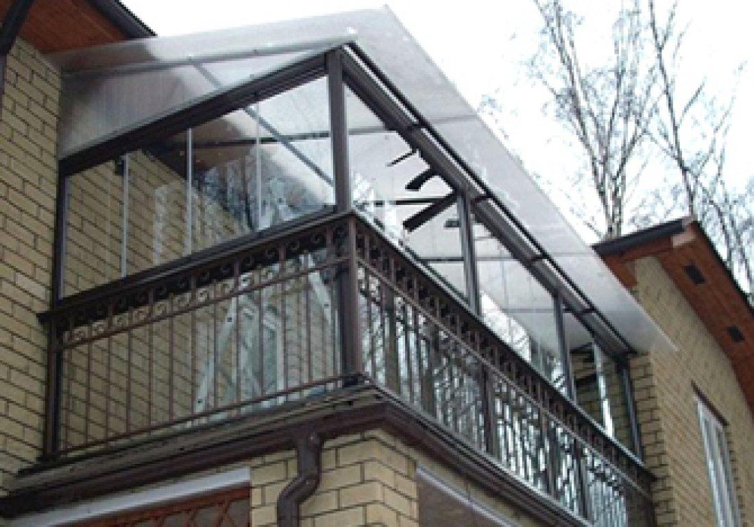 Монтаж железной конструкции крыши для открытого балкона..