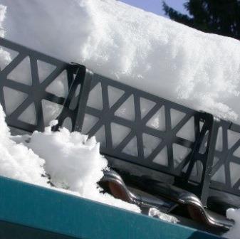Решетчатый задержатель снега.