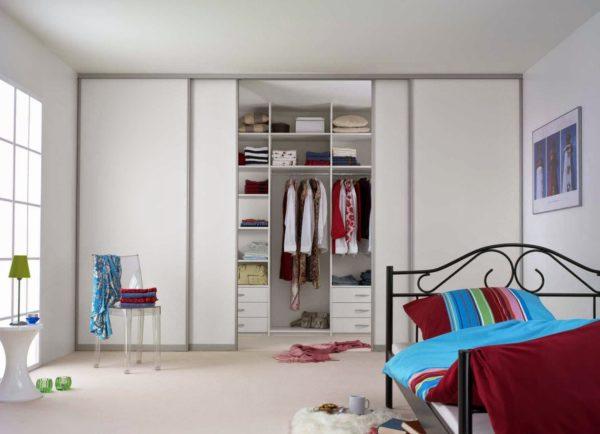 Какой шкаф выбрать для детской комнаты