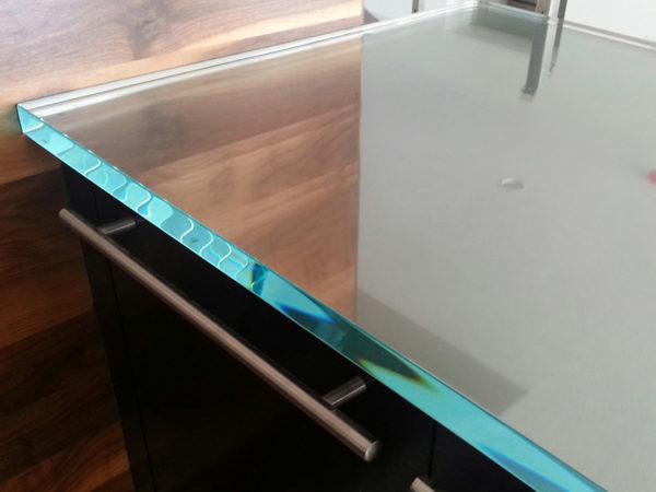 Кухонная столешница из стекла - плюсы и минусы