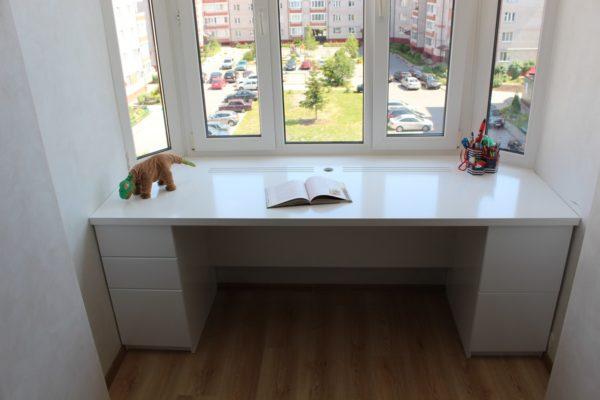 Как сделать более функциональным обычный подоконник в комнате