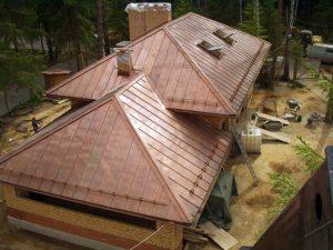 Крыши домов с мансардой