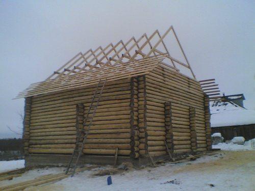 установка крыши на сруб