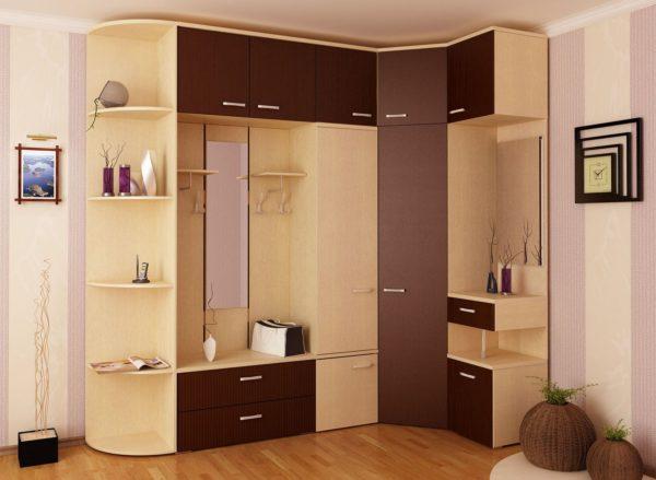 Стоит ли приобретать узкий шкаф в тесную прихожую