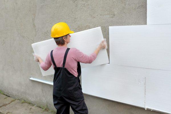 В строительстве используют стандартные листы одинаковых размеров, которые подрезают на месте.