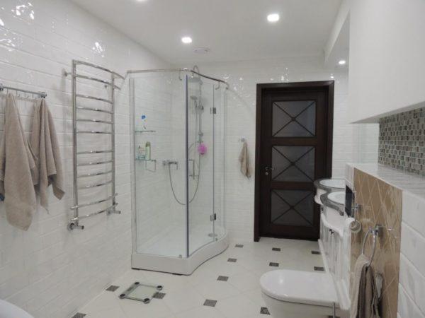 Ограждения для душевой и ванны: как выбрать практичные и красивые