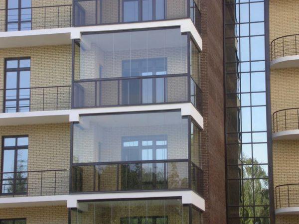 Что такое безрамное остекление балкона